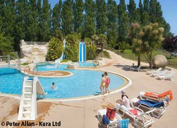 Camping domaine de la ville huch holiday accommodation for Camping de la piscine brittany