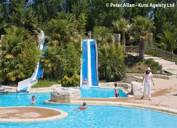 Camping domaine de la ville huch holiday accommodation for Camping chateaux de la loire piscine