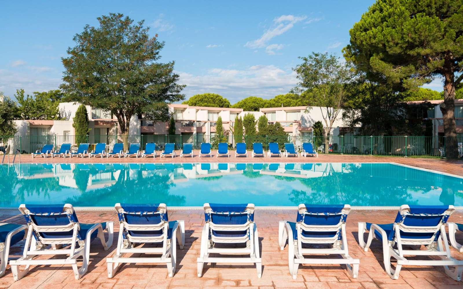 Residence Village Club De Camargue Holiday Accommodation Port  # Port Television En Bois